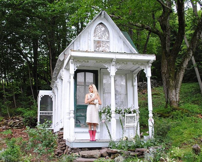 she-sheds-garden-man-caves-gingerbread